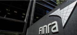 美国金融管理局禁止前高盛分析师进行内幕交易